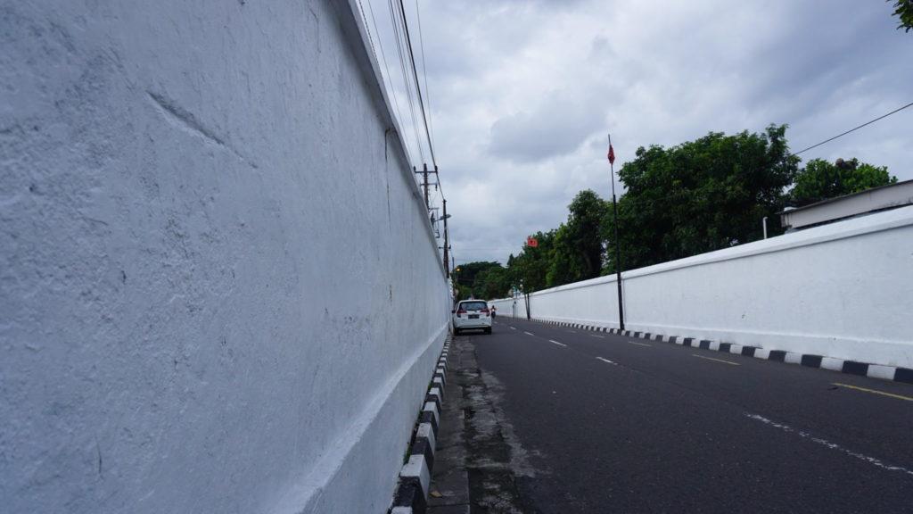 tembok putih taman sari