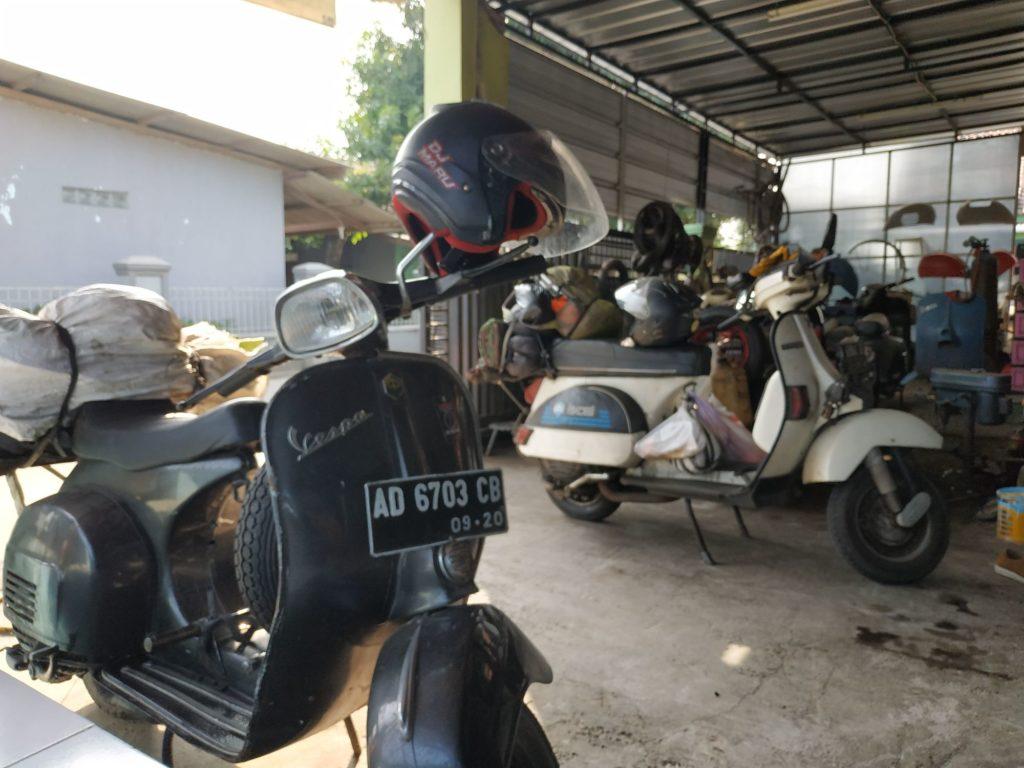 Touring ke Lombok Menggunakan Vespa