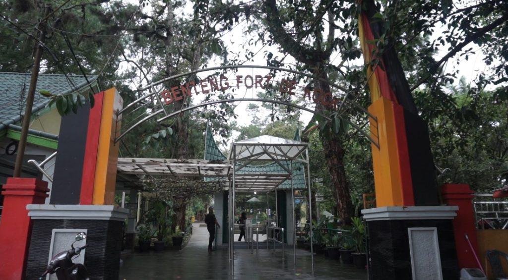 pintu masuk benteng fort de kock